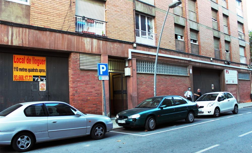 El bloc de pisos es troba al carrer Ferran Agulló // Jose Polo