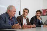 El president de Creu Roja Baix Llobregat Centre, Josep Maria Salas, va signar el conveni acompanyat de l'alcalde i el primer tinent d'alcalde // Ajuntament de Molins de Rei