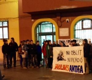 La concentració va aplegar prop de cinquanta persones // Laura Herrero