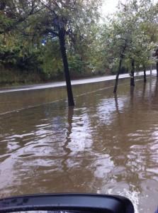 La via annexa a la carretera de Caldes es va inundar completament // Josep Dagà