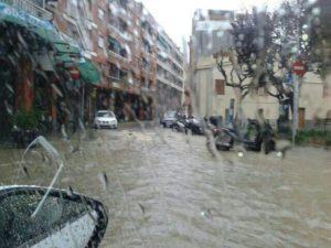 El clavegueram no donava a l'abast a l'últim tram del carrer Rafael Casanova // Jordi Costa