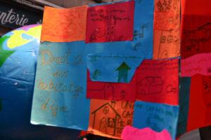 Nombroses pancartes reclamaven el respecte dels drets bàsics per a nens de tot el món // Elisenda Colell