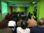 La seu del local d'Iniciativa per Molins de Rei es va quedar petita per veure el debat entre Urtasun i Milà // IxMdR