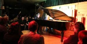 Domínguez i el seu piano van omplir la sala de màgia // Jose Polo