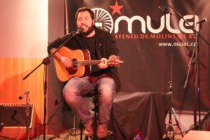Albert Palomar es va acompanyar únicament de la seva guitarra // David Guerrero