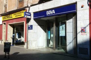 Imatge de l'oficina del BBVA el dia després de ser atracada // Jose Polo