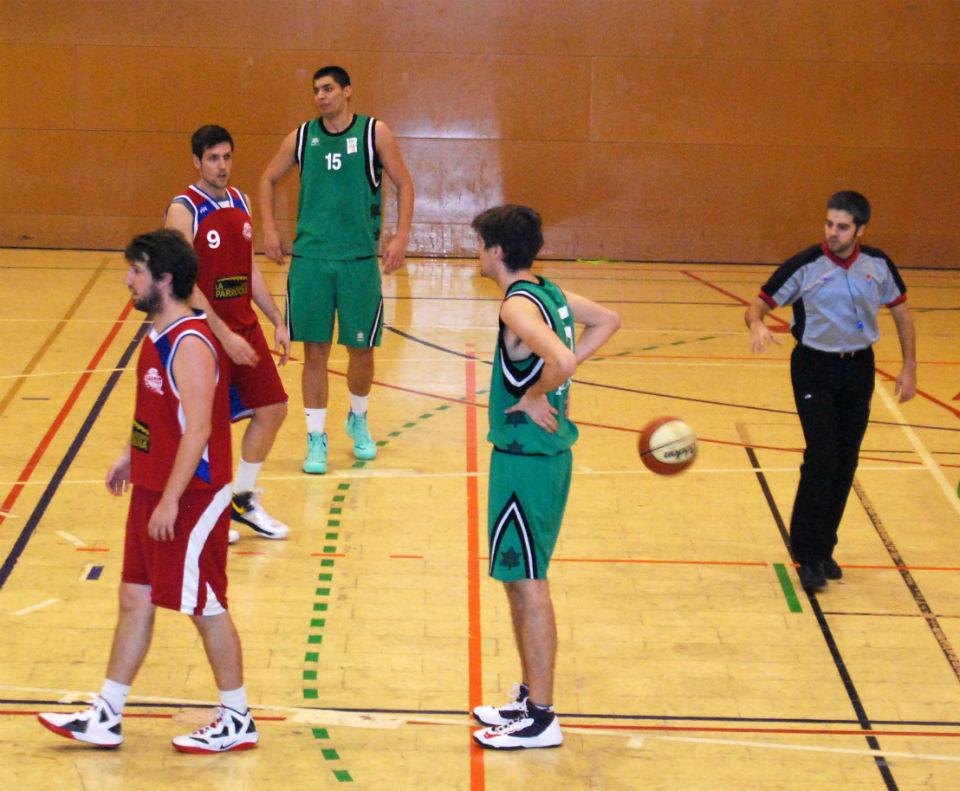 Els jugadors molinencs resignant-se davant la superioritat del SAMA // Alena Arregui
