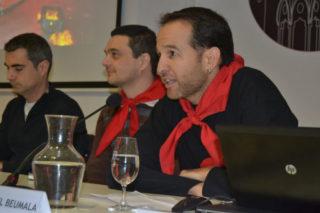 Manel Beumala, primer cap de colla. Al fons, l'alcalde i el regitor. // Elisenda Colell
