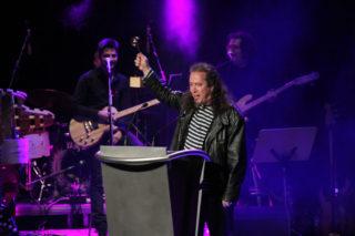 Lluís Posada es va posar el públic a la butxaca fent de Jack Sparrow al rebre el premi Cultura // Jordi Julià