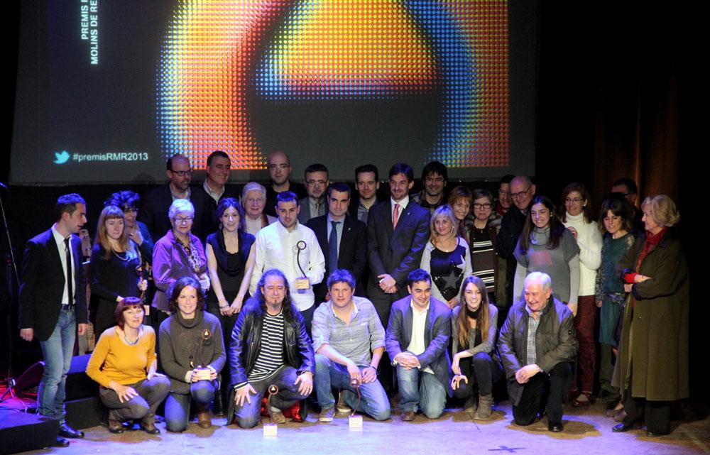 Els guanyadors, el jurat i els organitzadors es van fer una foto de família al finalitzar la gala d'entrega dels premis // Jordi Julià