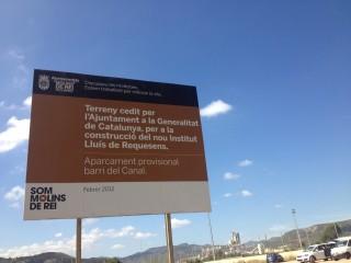 El terreny per al nou IES Lluís de Requesens s'utilitza d'aparcament provisional de barri del Canal// Laura Herrero