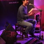 El pandero quadrat de Guillem Ballaz actualitza les cançons populars al Músiques Invisibles