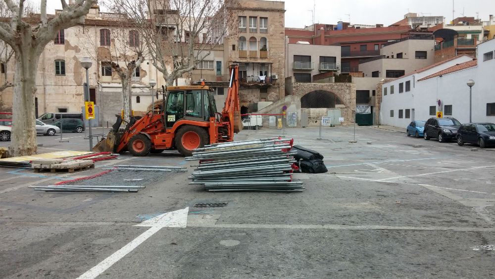 Les màquines ja han començat a treballar al pati del Palau // David Guerrero