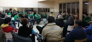 Imatge de la rotllana de la PAH durant la trobada al barri del Canal // Jose Polo