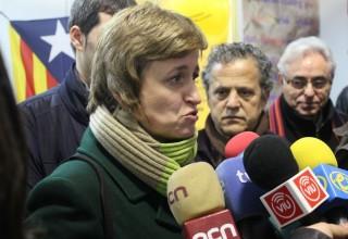 Anna Simó (ERC) va atendre als mitjans de comunicació a la Fira d'Entitats de la Fira de la Candelera // David Guerrero