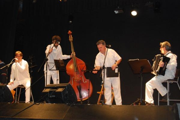 Els 'Son de L'Havanna' van presentar el seu repertori de cançó de taverna // Alena Arregui