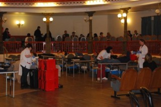 Els donants van omplir la platea del Foment durant tot el matí // Alena Arregui