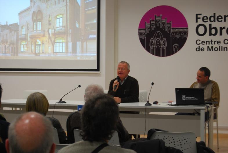 Joan Clofent durant la xerrada a la Federació obrera // Alena Arregui