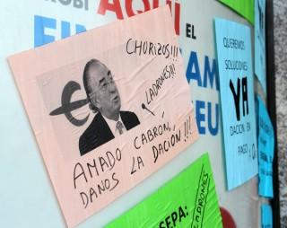 Alguns dels papers enganxats eren un homenatge al president d'Ibercaja // Jose Polo