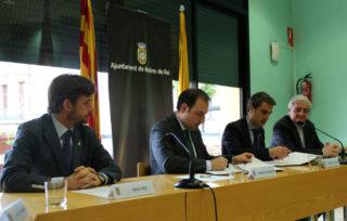 Xavi Paz, Ramon Espadaler, Joan Ramon Casals i Joaquim Martí durant la signatura del conveni // Jose Polo