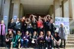 Un grup reduït de dones van oplir les portes del temple en favor a l'avortament lliure i gratuït // Elisenda Colell