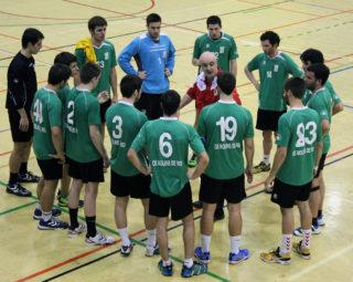 Pere Arbona dóna instruccions a l'equip durant un temps mort // Jose Polo