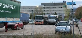 El terreny és actualment un aparcament de camions amb 4.000 metres quadrats per equipaments // Jose Polo