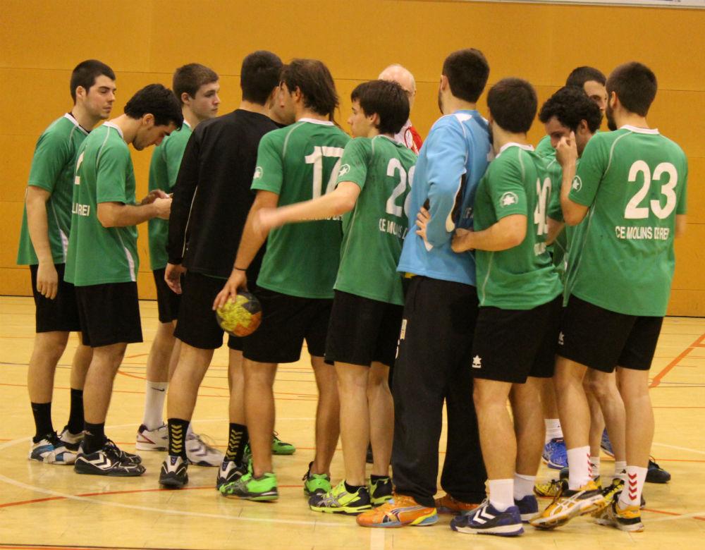 Els jugadors celebren la victòria al final del partit //  Jose Polo