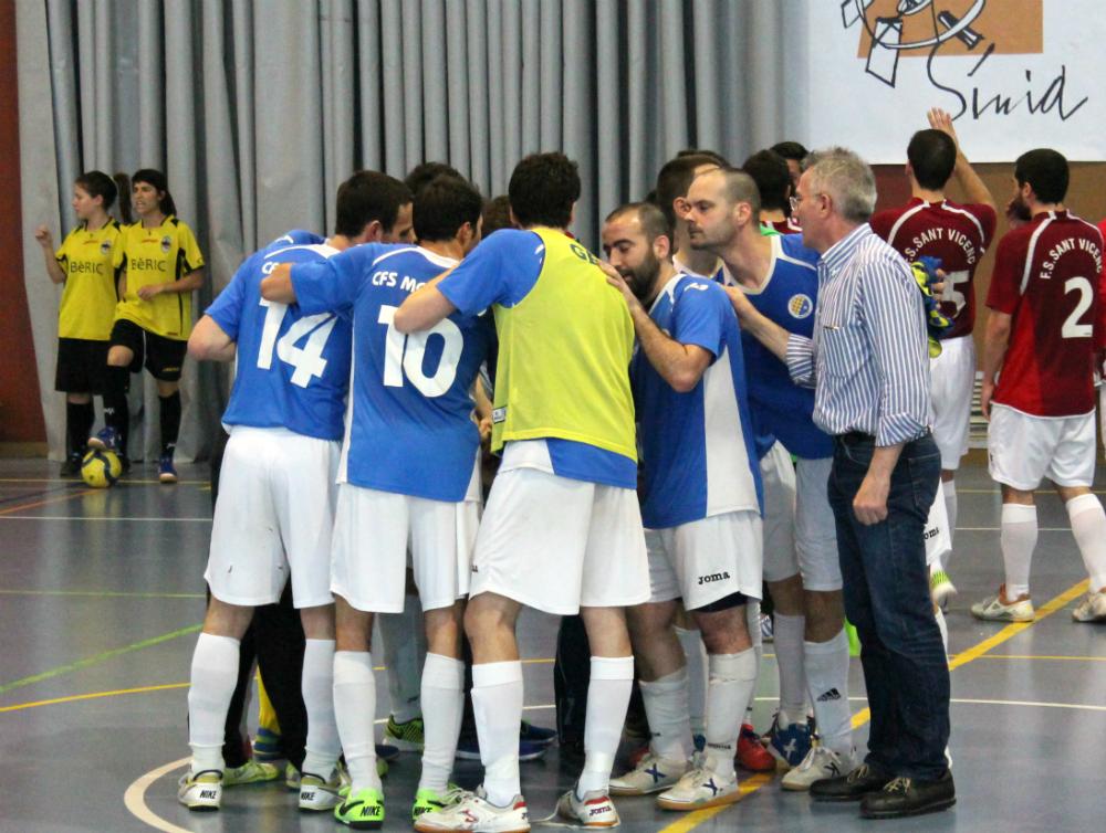 El CFS Molins 99 celebrant la victòria al final del partit // Jose Polo