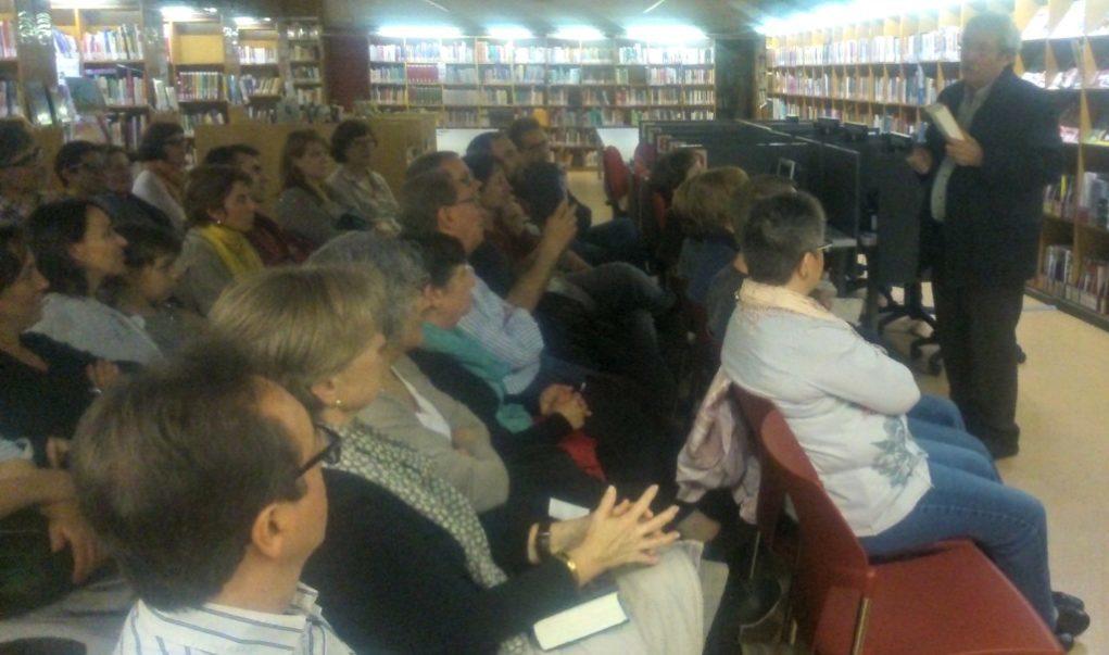 Els lectors han pogut intercanviar impressions amb Jaume Cabré a la biblioteca Pau Vila // David Guerrero