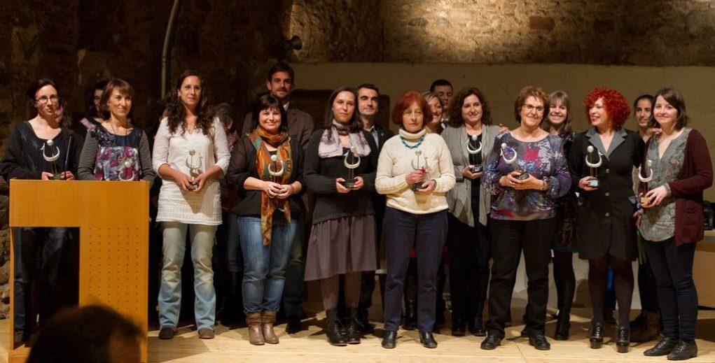 Guanyadores i finalistes es van fer una foto de família amb el jurat al finalitzar l'acte d'entrega dels premis // Ajuntament de Molins de Rei