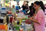 Els molinencs han pogut comprar llibres a les parades de les tres llibreries del municipi // David Guerrero