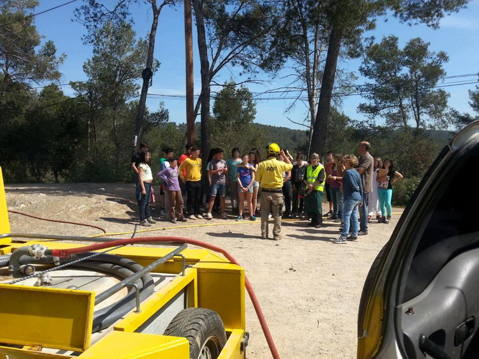 Els alumnes que aquell dia es trobaven a Can Santoi es van convertir en protagonistes inesperats del simulacre de confinament // ADF 249 Puigmadrona-Olorda