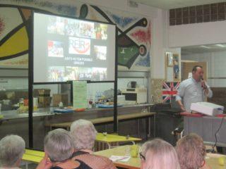 Un representant de l'ONG Reir va explicar el seu projecte als assistents // Càritas Parroquial de Molins de Rei