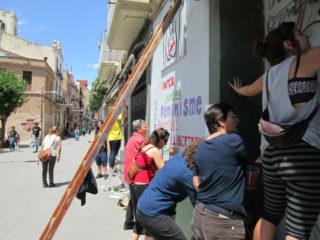 Nou mural dissenyat i pintat pel grup dissabte 31 de maig a la plaça de la Creu, rebatejada simbòlicament com La Plaça de les Dones // Grup de Dones de Molins