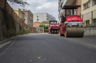 El carrer Bruc asfaltant-se // Ajuntament de Molins de Rei