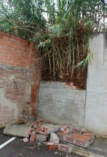 Imatge del mur trencat // Jose Polo