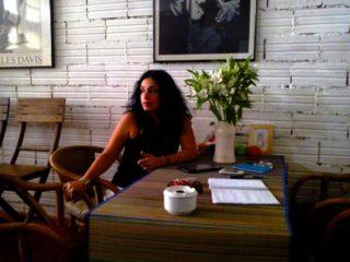 Natalí Rocha durant l'entrevista a Can Malvehy // Carles Joan Pi