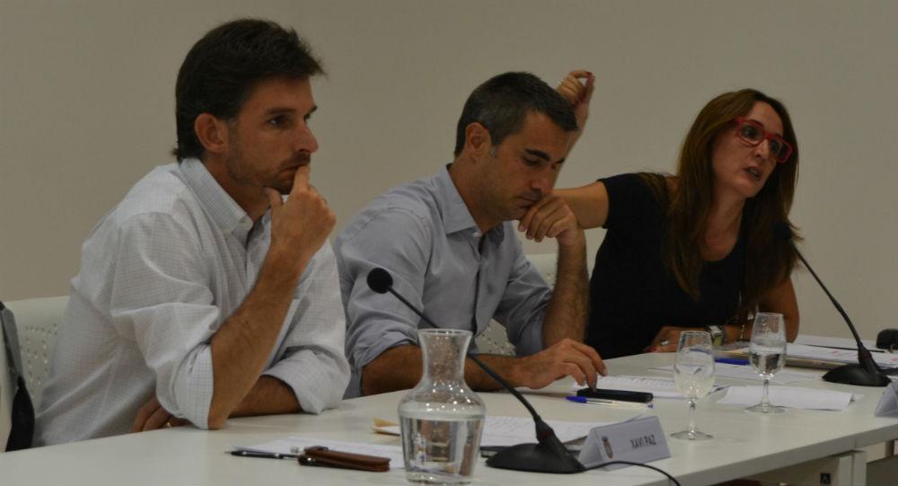 El tinent d'alcalde, Xavi Paz, l'alcalde, Joan Ramón Casals i la regidora de mobilitat, Anna Cantudo / Elisenda Colell
