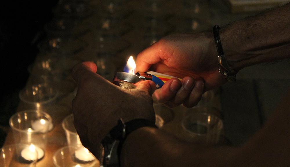 Instant d'encesa d'una espelma // Jose Polo