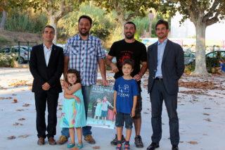 D'esquerra a dreta:  Casals, Urbà, Magrinyà i Paz acompanyats dels nens protagonistes del cartell // Jose Polo