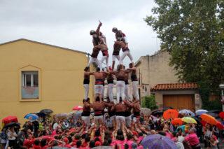 El 7 de 6 que han fet els Matossers requereix 90 persones a la part central del castell // Jordi Julià