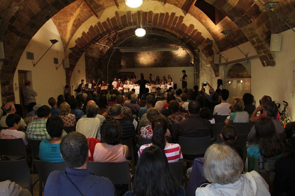 La Gòtica es va omplir per escoltar la cantata dels 20 anys del Molinet // Jordi Julià
