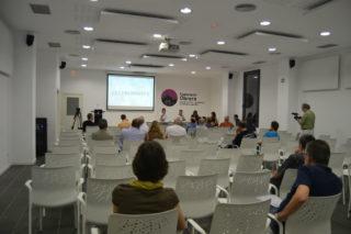 Una vintena de persones van asistir a l'audiència pública // Elisenda Colell