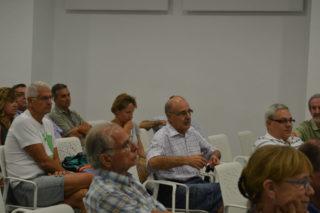 Els veïns van explicar les seves reclamacions, tot i no ser incloses al pla de mobilitat // Elisenda Colell