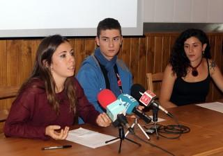 D'esquerra a dreta: Expostivo, Lloberas i Peradalta al casal La Barrina // Jose Polo