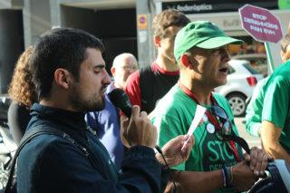 Activistes de la PAH reivindicant-se a la porta de Bankia // Jose Polo