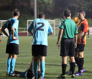 Jugadors de la UE Torrelles perdent temps a la segona part // Jose Polo