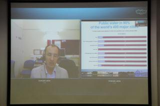 L'investigador Emanuele Lobina va fer la ponència per videoconferència // Jordi Julià