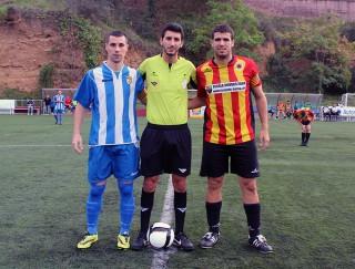 Els capitans just abans de començar el partit // Jose Polo